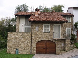Casa contadina copletamente riscostuita in Sale San Giovanni